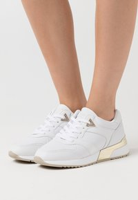 Guess - MOTIV - Sneakers basse - white - 0
