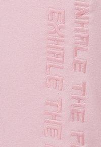 Bershka - MIT STICKEREI - Jogginghose - pink - 5