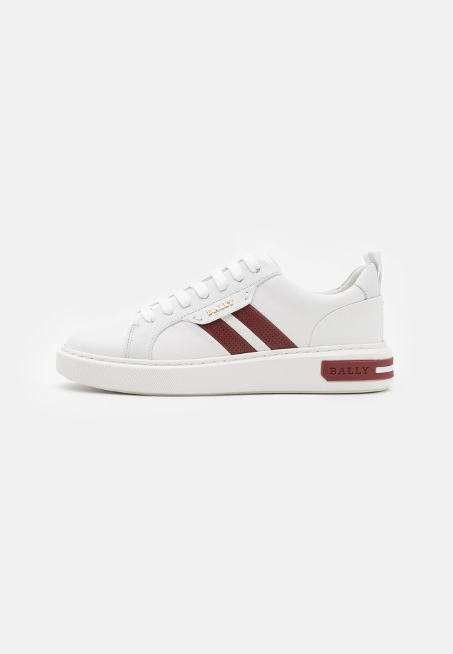 MAXIM - Sneakers laag - white/red