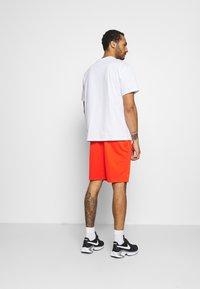 Nike SB - TEE ESSENTIALS UNISEX - T-shirt basique - white - 2