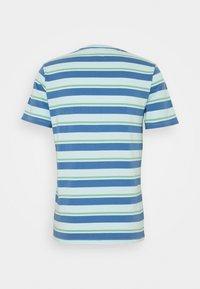 Levi's® - SUNSET POCKET - Print T-shirt - blue - 1
