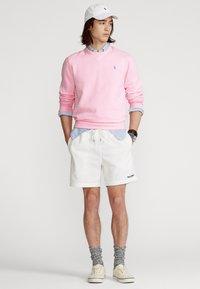 Polo Ralph Lauren - FLEECE CREWNECK SWEATSHIRT - Sweatshirt - carmel pink - 1