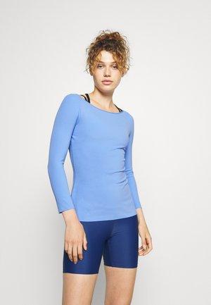 THE YOGA LUXE - Sportshirt - royal pulse/aluminum