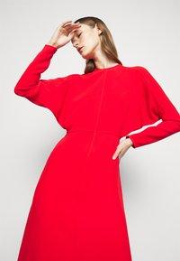 Victoria Beckham - DOLMAN MIDI DRESS - Denní šaty - tomato red - 4