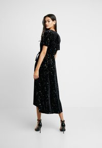 Missguided - LIGHT MAGIC STAR WRAP MIDI DRESS - Robe longue - black - 2