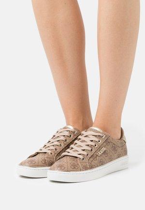 BECKIE - Zapatillas - beige/light brown