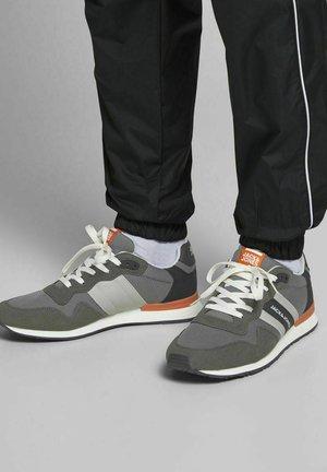 Sneakersy niskie - asphalt