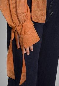 Mykke Hofmann - MIT SCHALELEMENT - Blouse - orange - 3