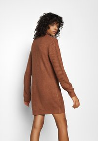 Missguided - ROLL NECK BASIC DRESS - Pletené šaty - mocha - 2