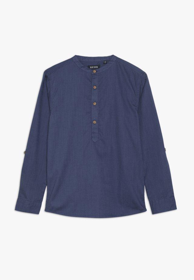 KREMPELARM - Camisa - jeansblau
