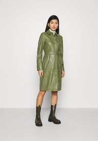 Oakwood - INDIANA - Sukienka koszulowa - dark green - 1