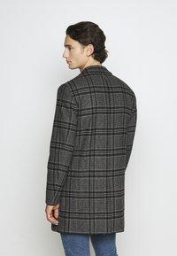 Jack & Jones PREMIUM - JPRBLAMOULDER CHECK - Classic coat - dark grey melange - 2