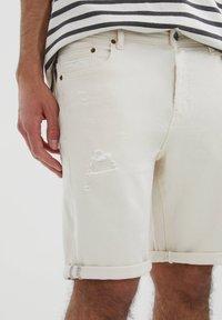 PULL&BEAR - SLIM-FIT  - Jeansshorts - mottled beige - 3
