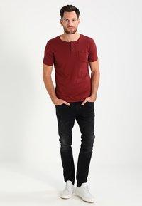 Tiffosi - BRIAN - Print T-shirt - red - 1