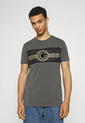 RAMIO TEE - Print T-shirt - asphalt
