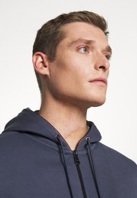 Tommy Hilfiger - BASIC HOODY - veste en sweat zippée - faded indigo - 3