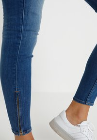 Lee - SCARLETT CROPPED - Jeansy Skinny Fit - blue denim - 3