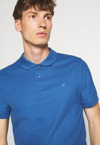 Calvin Klein - REFINED LOGO SLIM - Polo shirt - blue - 3