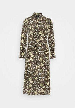 SHIRRED FRONT DRESS - Abito a camicia - brown