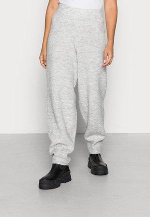 VMMAGDA LOOSE PANT - Trousers - light grey melange