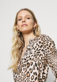 Emily van den Bergh - Blouse - camel - 4