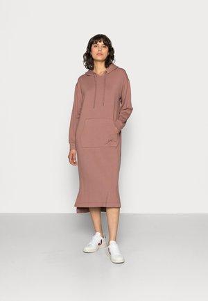 KIRA DRESS - Kjole - nutmeg