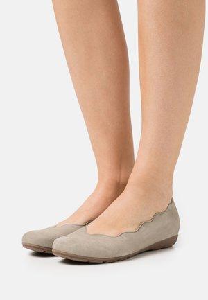 Ballet pumps - schilf