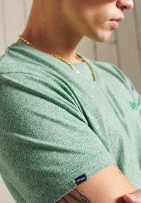 Superdry - VINTAGE  - Basic T-shirt - bright green grit - 1
