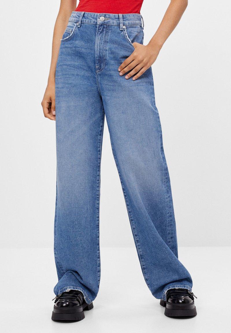 Bershka - Flared jeans - blue