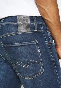 Replay - ANBASS HYPERFLEX RE-USED - Jeans slim fit - dark blue denim - 5
