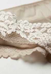 Intimissimi - PRETTY FLOWERS - Thong -  powder beige/cream white - 4