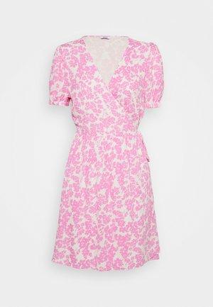 ENCORNELIA DRESS - Denní šaty - pink