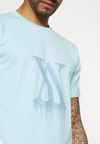 YAVI ARCHIE - ICICLE LOGO - T-shirt imprimé - blue - 5