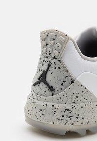 Nike Golf - JORDAN ADG 3 - Golfové boty - white/fire/tech grey/black - 5