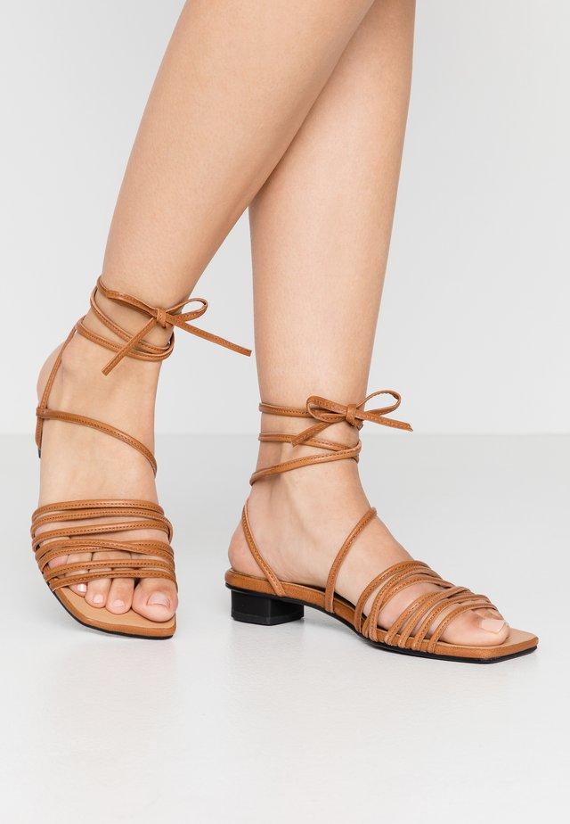 ANNI - Sandales - saddle