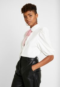 Sister Jane - OLYMPIC HEART PUFF SLEEVE BLOUSE - Button-down blouse - white - 3