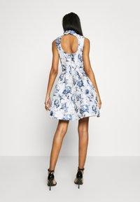 Chi Chi London - ELOWEN DRESS - Sukienka letnia - blue - 2