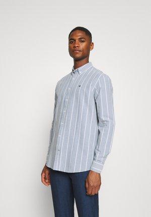 JOHAN OXFORD STRIPE - Overhemd - light blue