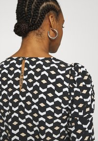 Dorothy Perkins - GEO PRINT LONG SLEEVE PUFF SHOULDER - Long sleeved top - black - 4