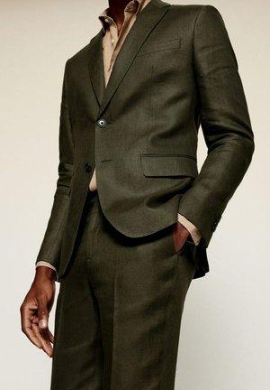 Suit jacket - vert