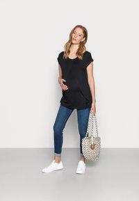 Anna Field MAMA - Print T-shirt - black - 1