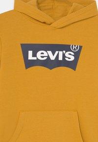 Levi's® - BATWING SCREENPRINT HOODIE UNISEX - Hoodie - golden spice - 2