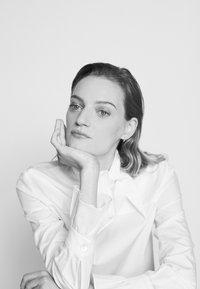Victoria Victoria Beckham - NECK TIE  - Košile - white - 3