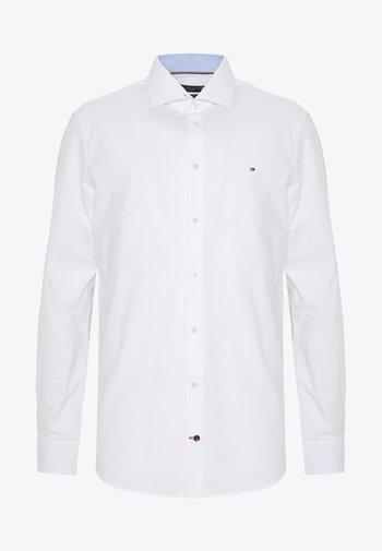 WASHED OXFORD CLASSIC SLIM - Kostymskjorta - white