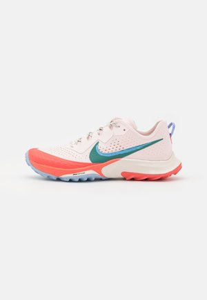 AIR ZOOM TERRA KIGER 7 - Běžecké boty do terénu - light soft pink/bicoastal/magic ember/aluminum/phantom/oil green