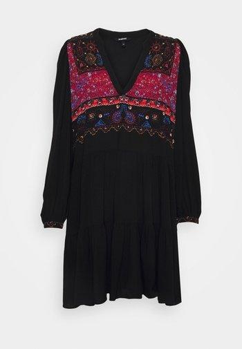 VEST SOLSONA - Denní šaty - black