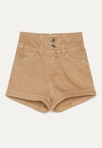 Bershka - UND UMGESCHLAGENEM SAUM  - Denim shorts - brown - 1