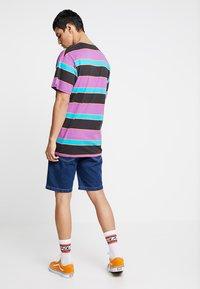 Brave Soul - Denim shorts - mid blue wash - 2