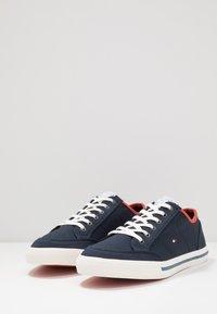 Tommy Hilfiger - HARRINGTON - Sneakersy niskie - blue - 2