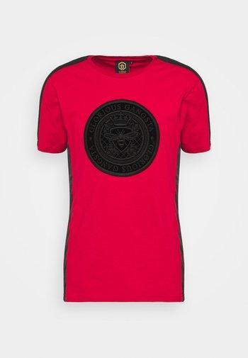 DONAEO TEE - Print T-shirt - red